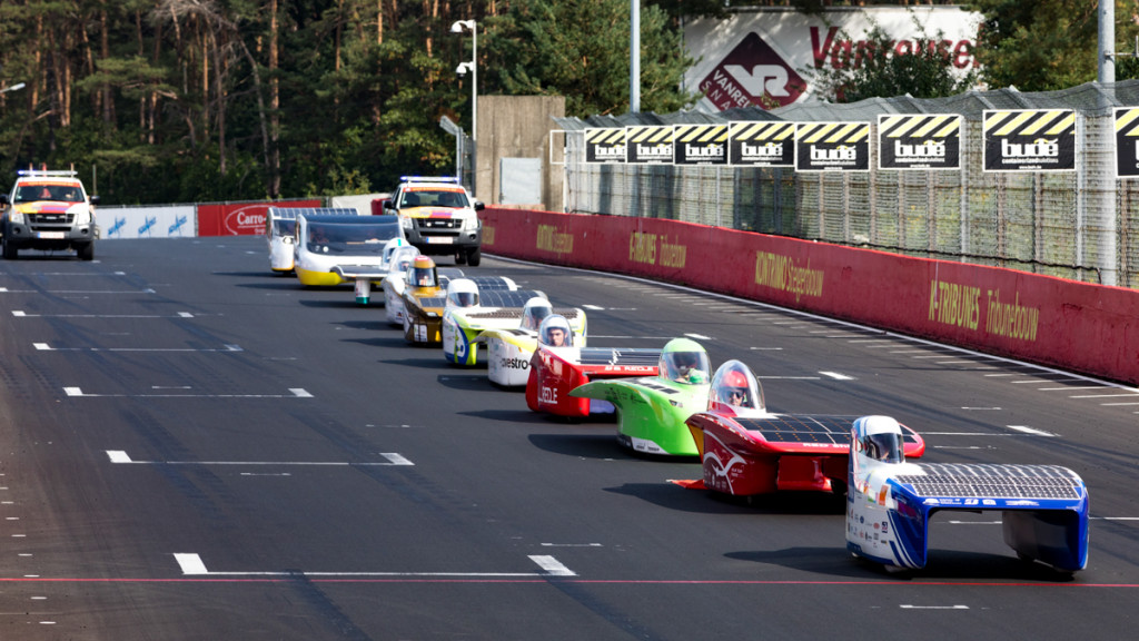 All participating solar cars lined up for the parade lap